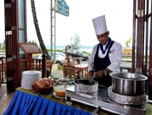 Baan Karonburi Resort Phuket - Food and Beverages