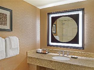 room of Sheraton Detroit Novi Hotel