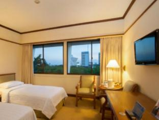 Elmi Hotel Surabaya - Phòng khách
