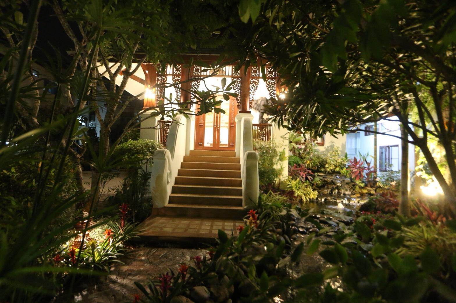 Rich Garden House
