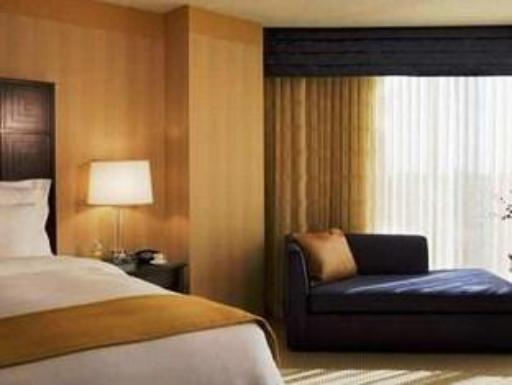 ➦  Hilton Worldwide    customer rating