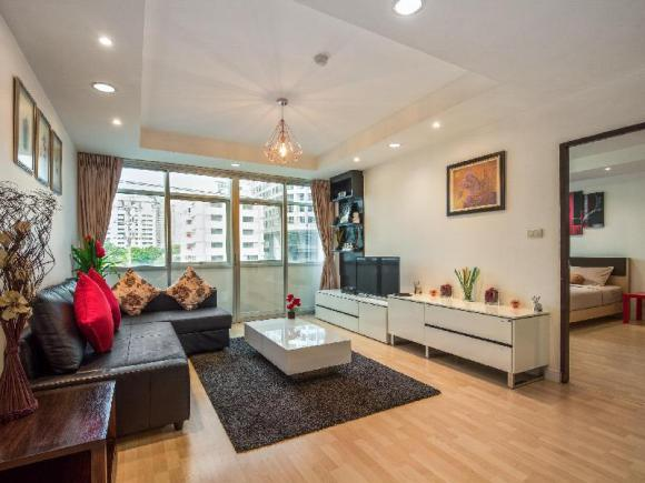 SPACIOUS 2 BR, 8 Mins Skytrain, Family&Group Ideal