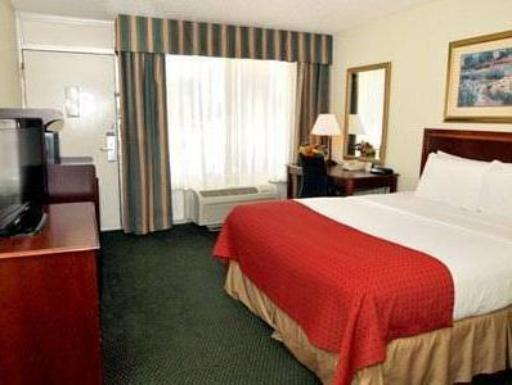 Clarion Inn & Suites hotel accepts paypal in Dothan (AL)