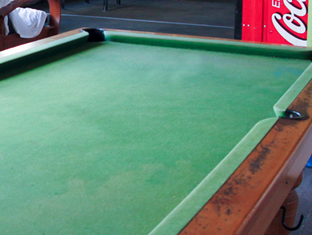 Wellywood Backpackers Wellington - Pool Table