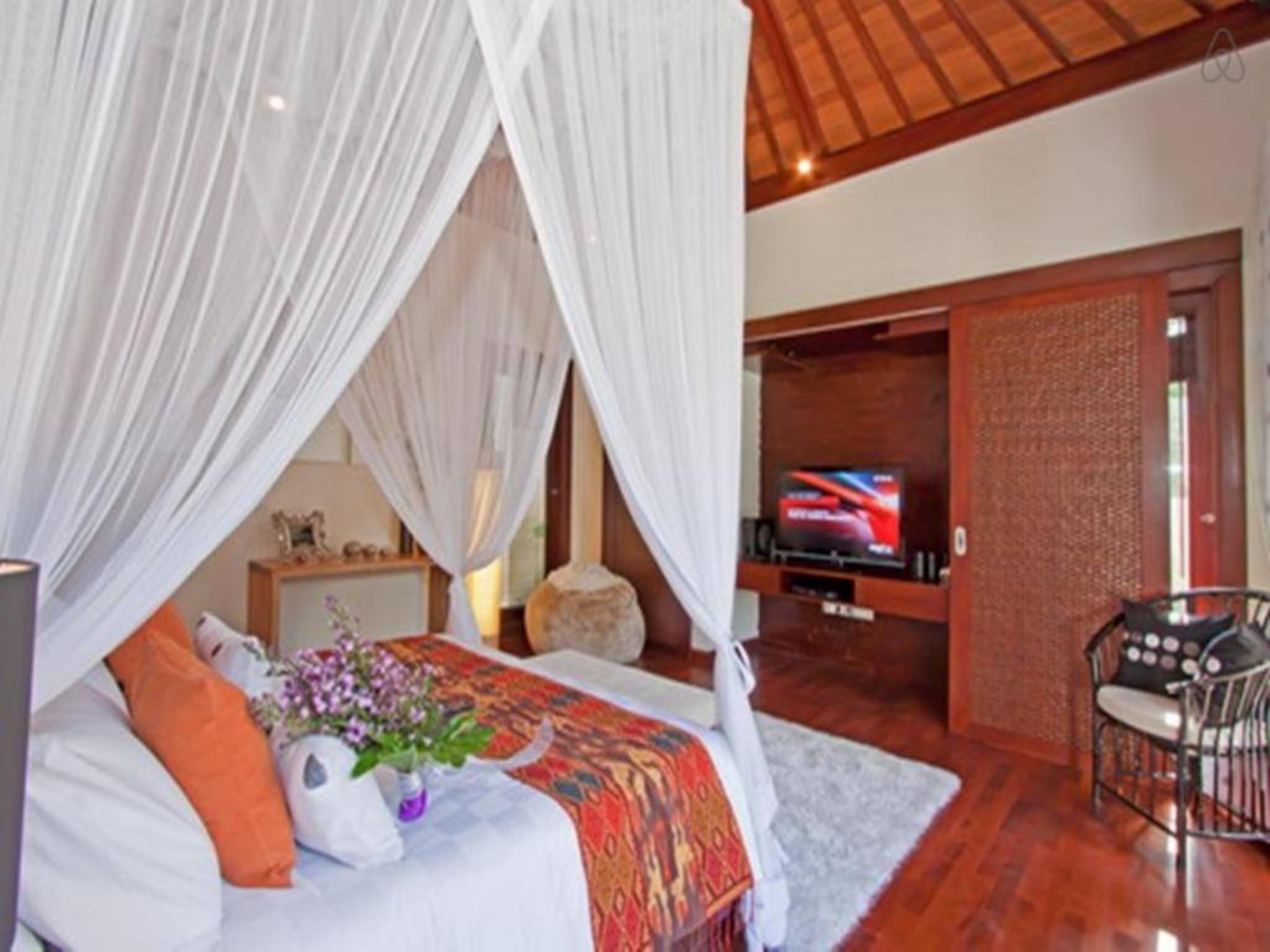 7 BDR Villa North Seminyak