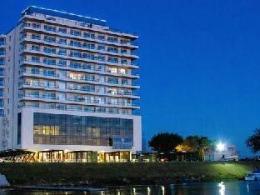 Puerto Amarras Hotel & Suites