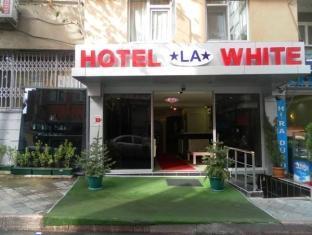 HOTEL LA WHITE  class=