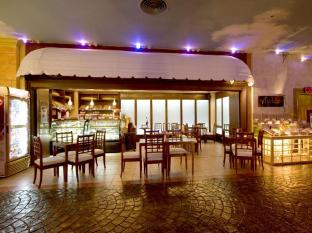 Waterfront Cebu City Hotel and Casino Cebu City - Restaurang