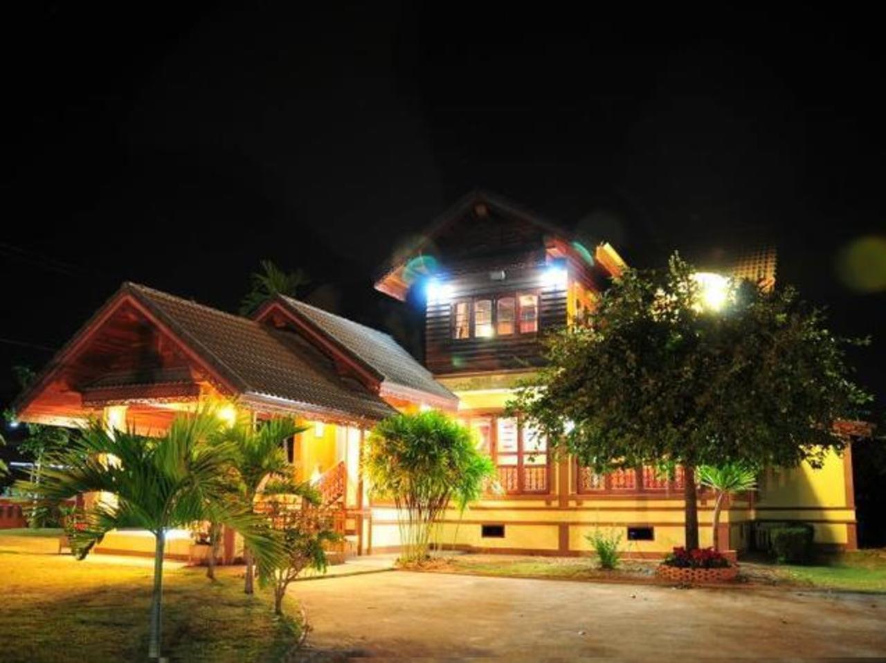 เฮือนไม้รวย รีสอร์ท (Huanmairuay Resort)