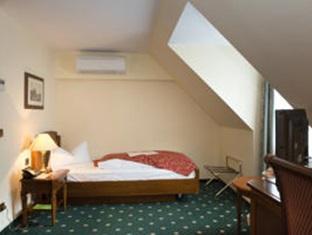 Best PayPal Hotel in ➦ Schkopau:
