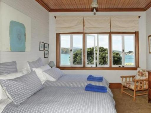 Beachfront Wellington Bed and Breakfast hotel accepts paypal in Wellington