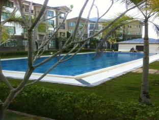 Eden Staycation Apartment Kuching - Pool
