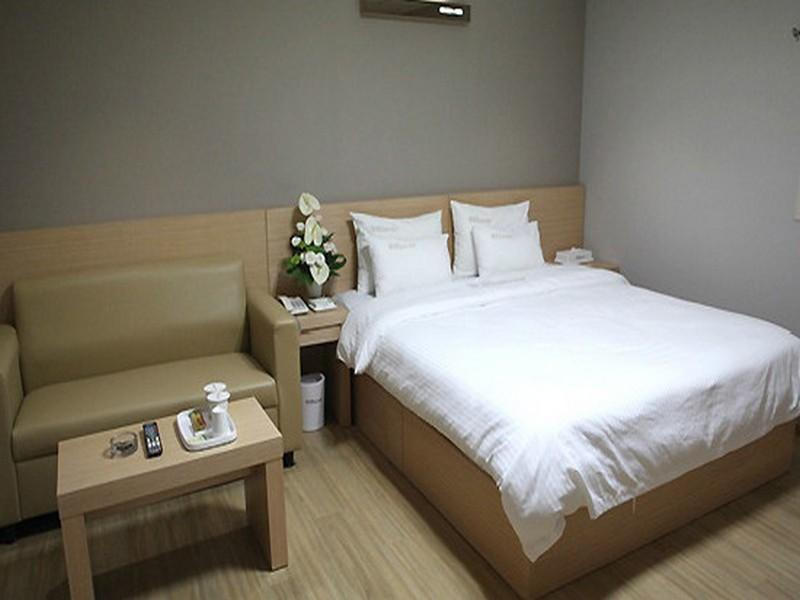 Business Double Bed Room