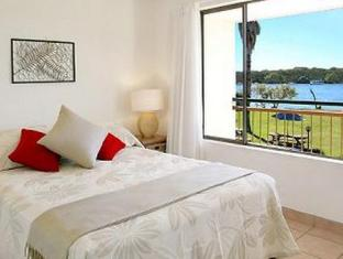 Cayman Quays Apartments Noosa - Riverside Bedroom