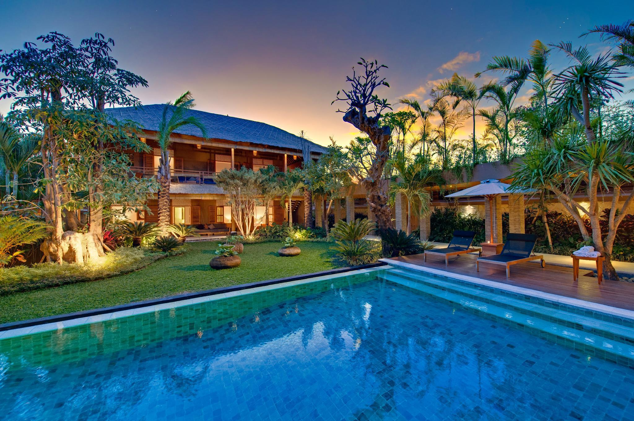 Tropical 8 Bedrooms Villa by the beach