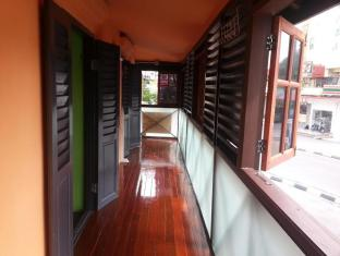 Quiikcat Guesthouse Kuching - Upstairs Terrace