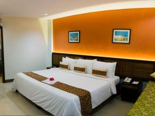 Bohol Beach Club Resort Panglao Island - Deluxe Room with King Size Bed