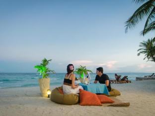 Bohol Beach Club Resort Panglao Island - romantic dinner by the beach