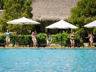 Bohol Beach Club Resort Panglao Island - guests on poolside