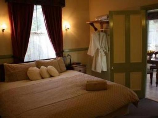 Secrets Hideaway Suites hotel accepts paypal in Blue Mountains