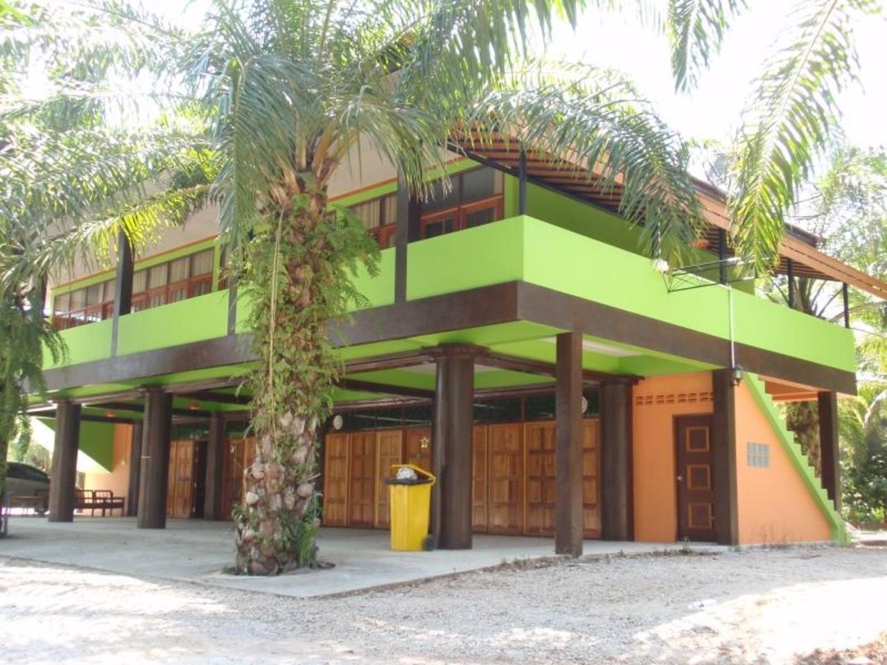 เพื่อนเดินทาง รีสอร์ท (Phuendernthang Resort)