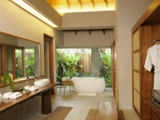 The Farm At San Benito Batangas - Narra Pool Villa Bathroom