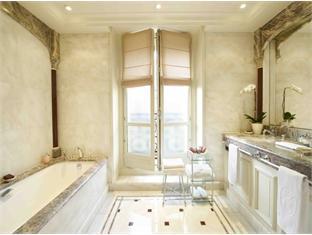De Crillon Hotel Paris - Executive Bathroom