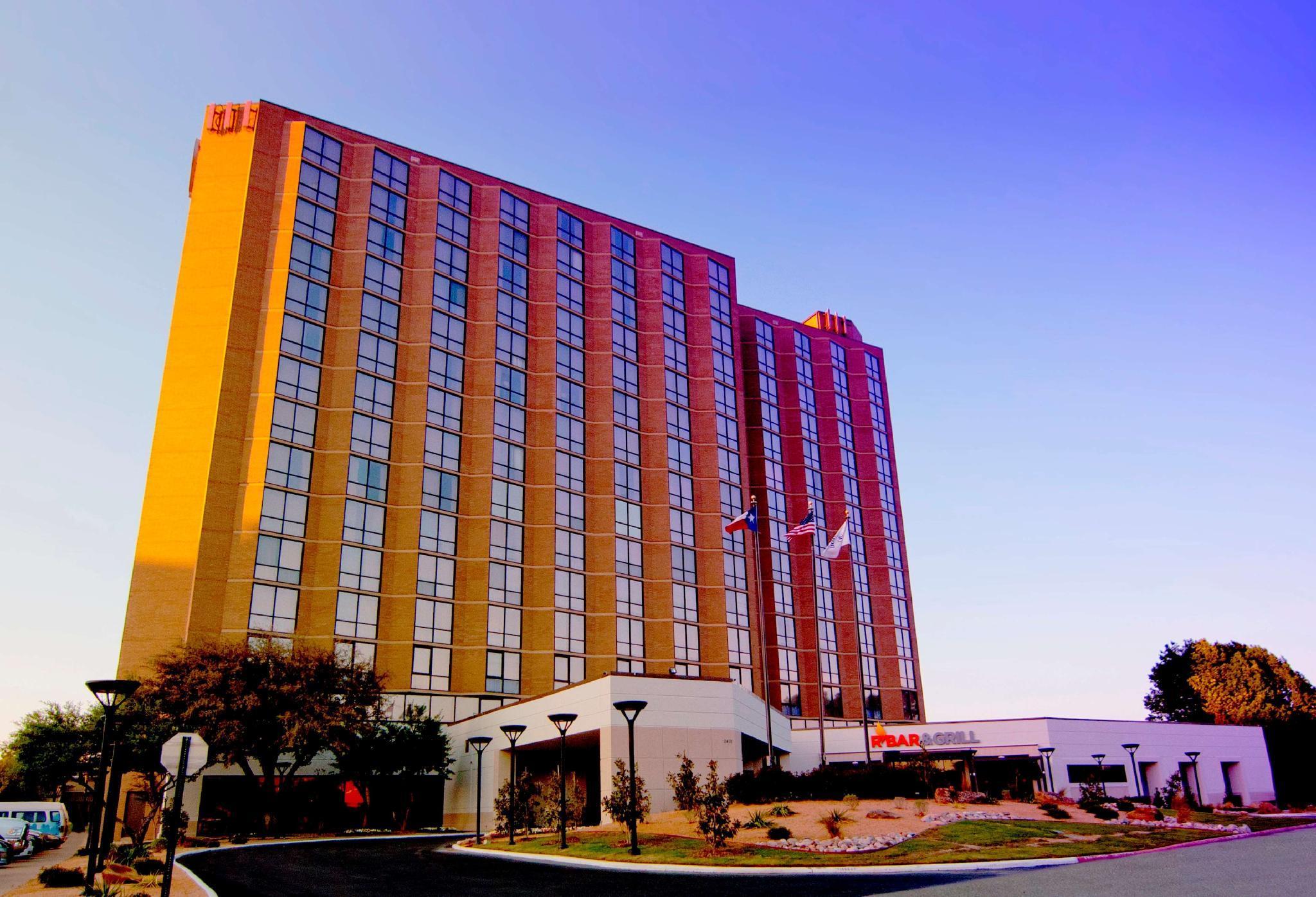 Hilton Arlington Hotel image