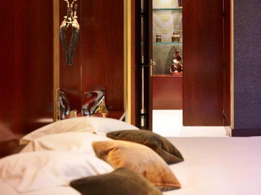 ➦  Hyatt Hotels    (Ile-de-France) customer rating