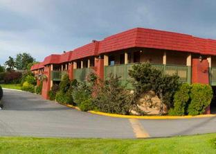Econo Lodge Inn and Suites Victoria