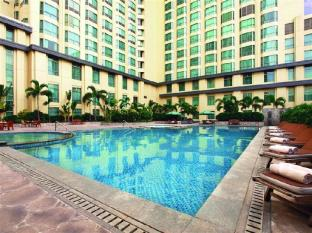 New World Manila Bay Hotel Manila - Swimming Pool