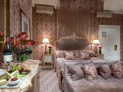 ➦  Red Carnation Hotel Collection    customer rating