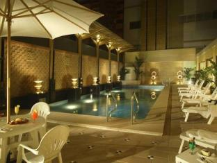 Golden Dragon Hotel Macau - Piscina