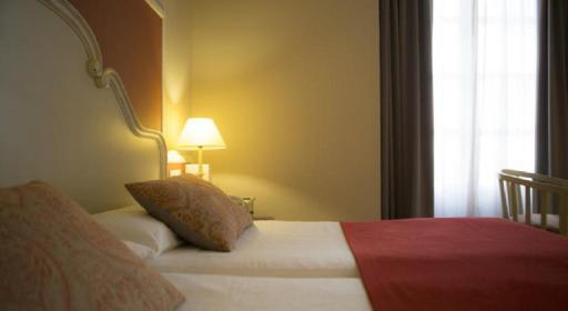 ➦  Vincci Hoteles    customer rating