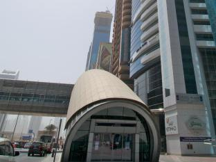 Chelsea Tower Suites & Apartments Dubai - Hotel Exterior with Metro Station Entrance