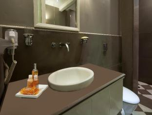 Ajanta Hotel New Delhi and NCR - Suite Room- Bathroom