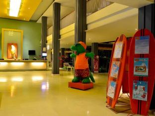 HARRIS Resort Kuta Beach Bali - Lobby