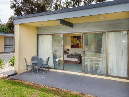 Best guest rating in Naracoorte ➦ Smith Street Villa takes PayPal
