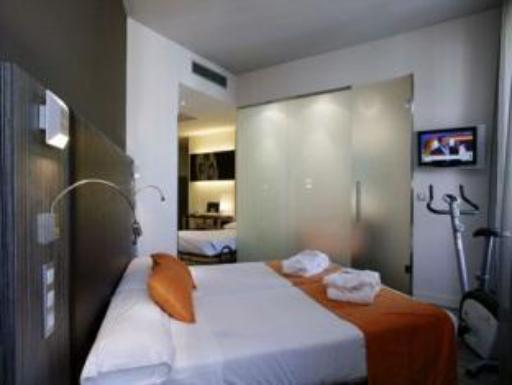 ➦  High Tech Hoteles    customer rating