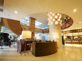 Crown Regency Hotel & Towers Cebu - Lobby