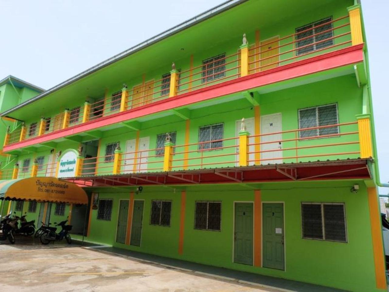 ปัญญาวัตร คอร์ต อพาร์ทเมนท์ (Punyawat Court Apartments)