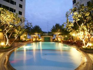 Grand Diamond Suites Hotel Bangkok - Piscina