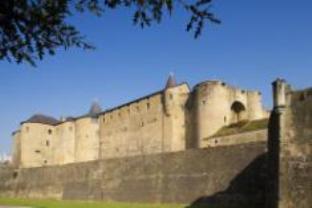Le Chateau Fort Hotel