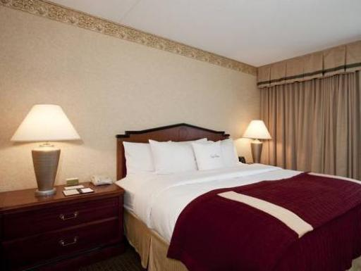 DoubletreeT by Hilton Suites Cincinnati Blue Ash hotel accepts paypal in Sharonville (OH)