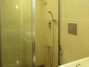 Hotel Supreme Mumbai - Bathroom