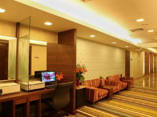 The Metropolitan Hotel & Spa New Delhi - Business Center