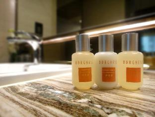Nathan Hotel Hong Kong - Platinum Floor Bathroom Amenities