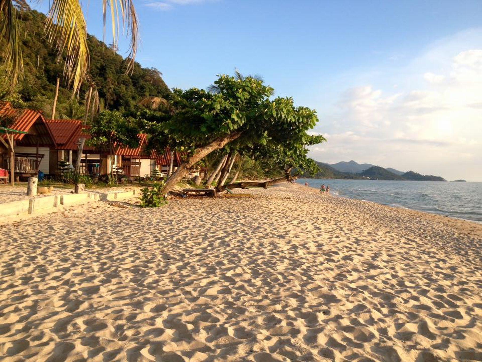หาดทรายขาว รีสอร์ท