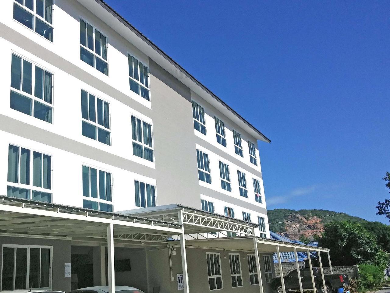 นีโอ กม.10 โฮเต็ล แอนด์ เซอร์วิส อพาร์ตเมนต์ (NEO KM.10 Hotel & Serviced Apartment)