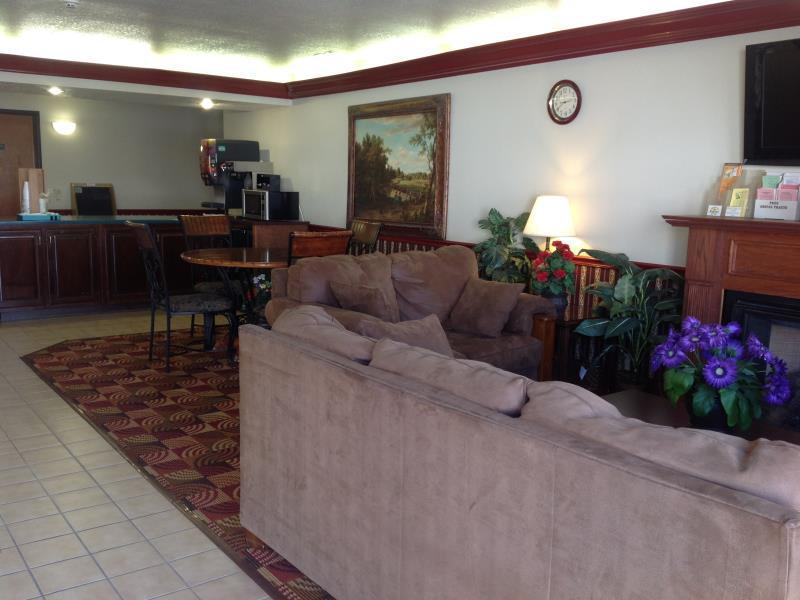 Country Hearth Inns And Suites Sikeston - Sikeston, MO 63801